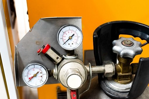 pressure gauge on a CO2 tank